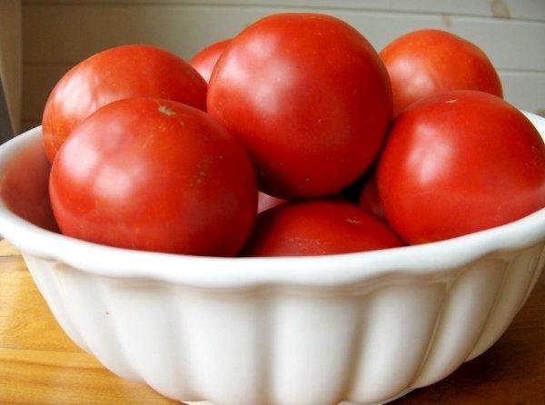 урожай помидоров Космонавт Волков