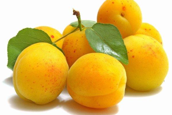 Урожай персиков желтого цвета