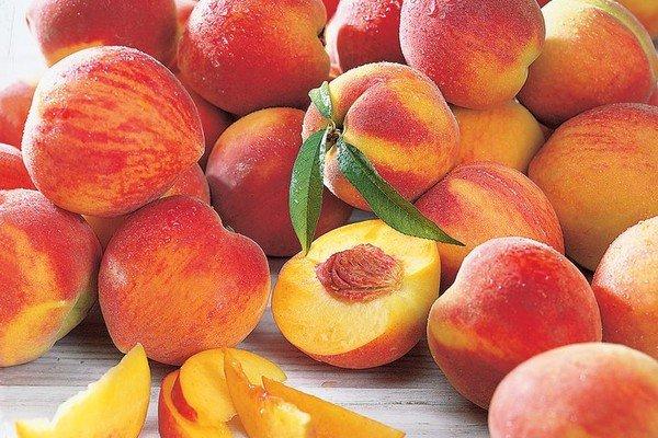 Фото урожая спелых персиков