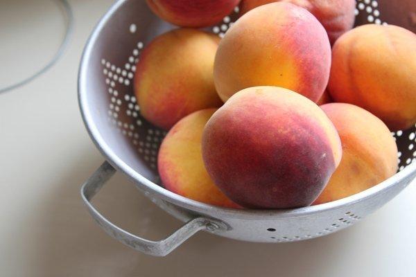 Фото персиков в миске