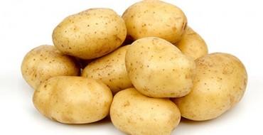 Горстка картофеля на фото