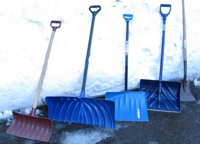 Варианты инструментов для уборки снега