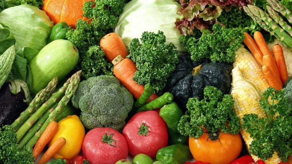 Множество разных овощей на снимке