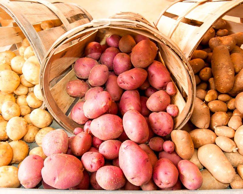 Овощи в деревянных ведрах