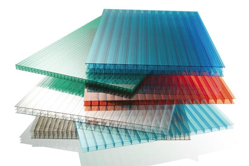 Пластины поликарбоната в стопке
