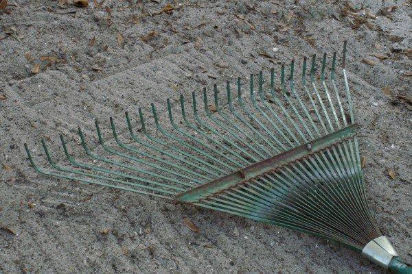 Веерные грабли относительно хрупкий инструмент