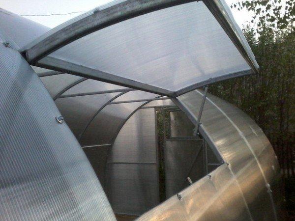 Готовая теплица из профильной трубы с окном