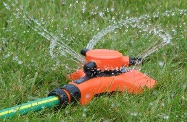 Стационарный круговой дождеватель для полива огорода