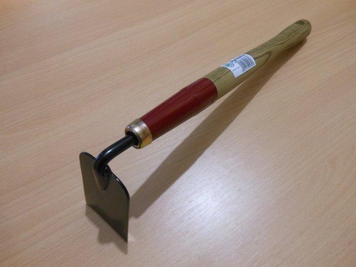 Садовый инструмент с коротким черенком