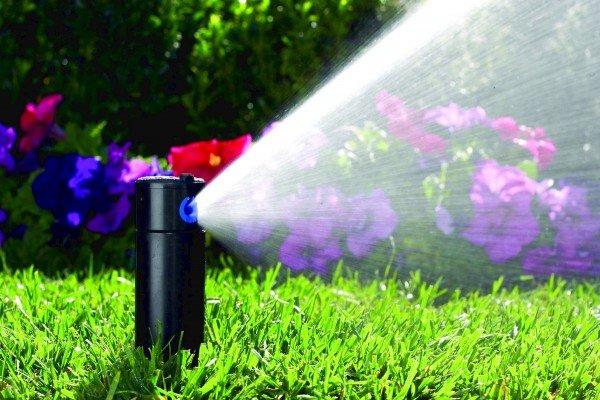Крутящийся распылитель для полива огорода