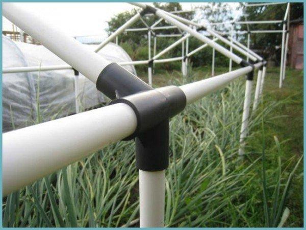Специальные пластиковые трубы для теплицы