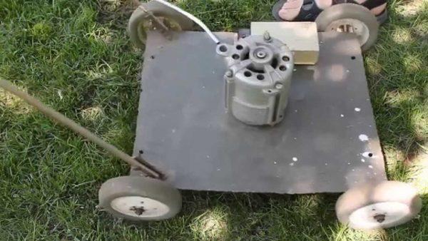 Самодельная косилка с мотором от машинки для стирки