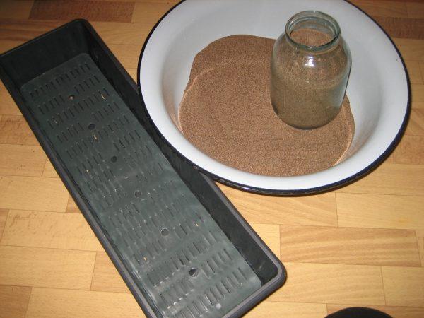 Песок используют для подготовки почвы перед посадкой