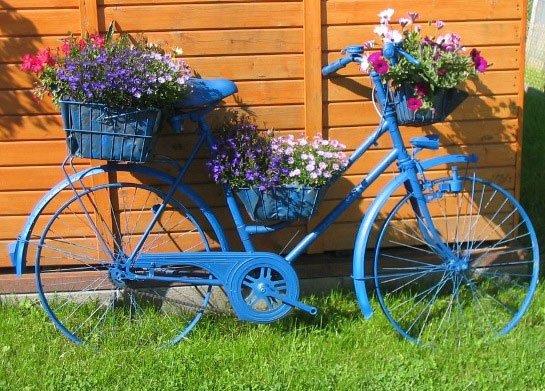 Клумба-велосипед из старого устройства