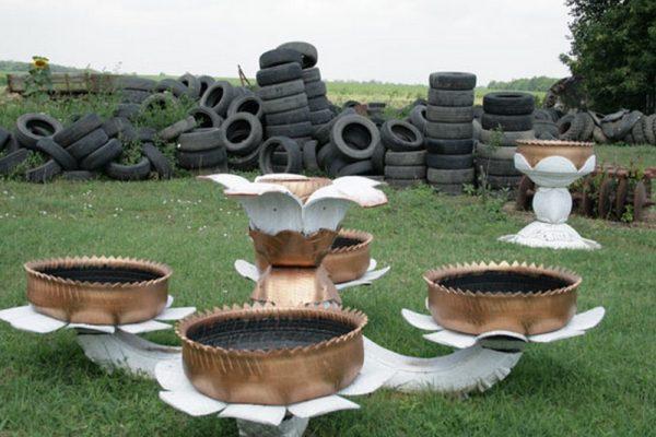 Композиция для приусадебного участка или дачи из шин