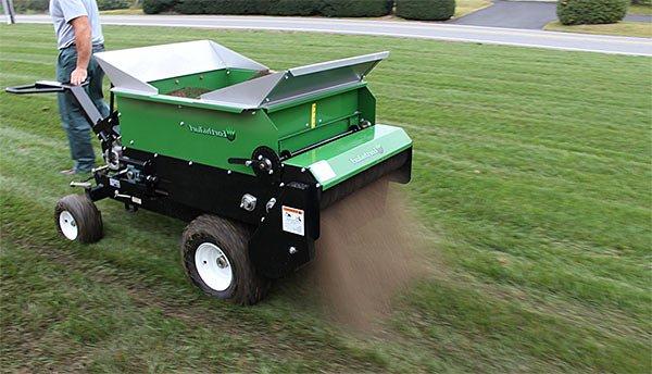 Как подкармливают травяной газон