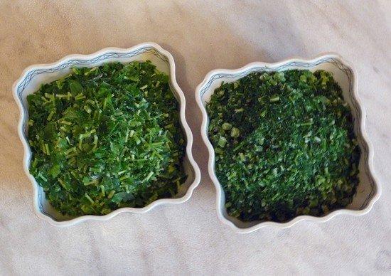 Часто зелень замораживают в сухую или с водой