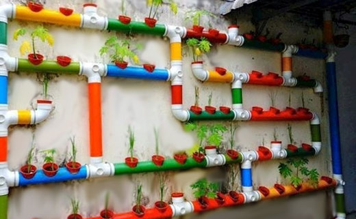 Подвесная клумба из пластиковых труб для сантехники