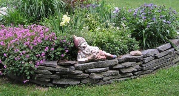 Ограждение для цветника из натурального камня