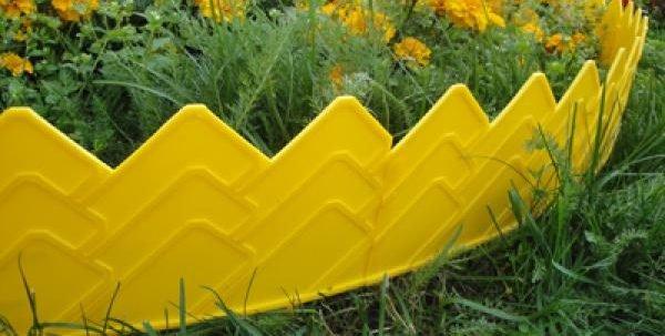 Проще всего поставить покупной забор из пластика