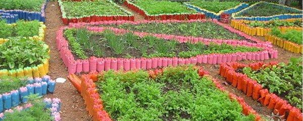 Оградки из разноцветных пластиковых бутылок