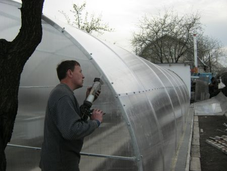 Герметизация парниковой термосной конструкции