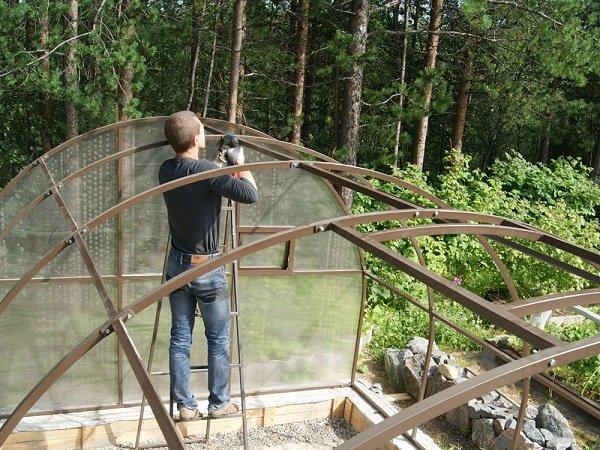 Работы по монтажу системы отопления в теплице