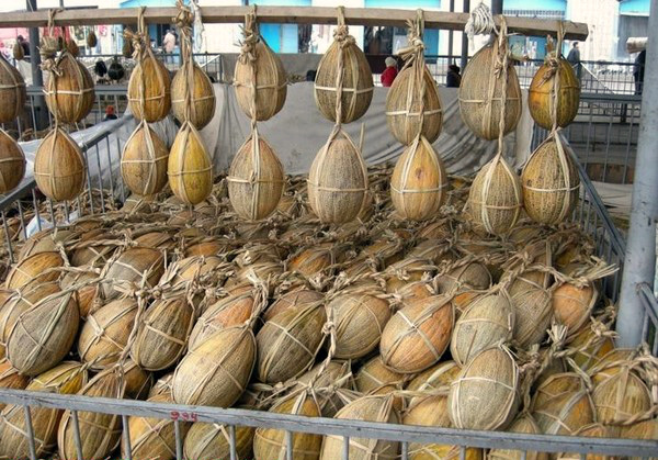 Хранение узбекских дынь в сетках