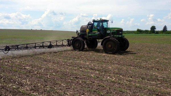 Обрызгивание гербицидами всходов кукурузы