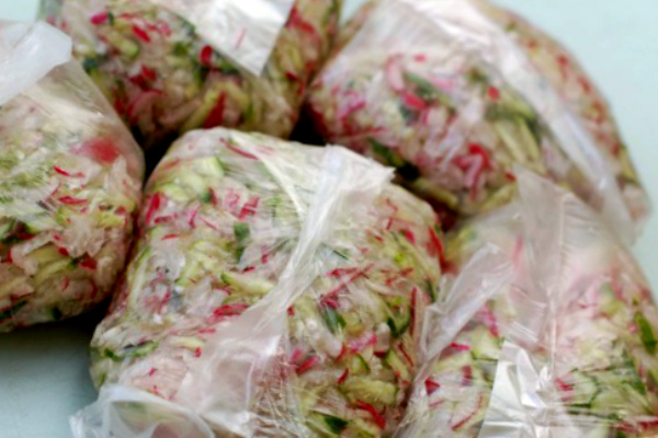 Редис и огурец – замороженные заготовки для окрошки