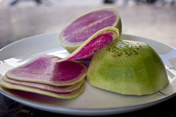 Приготовление салата из арбузной редьки