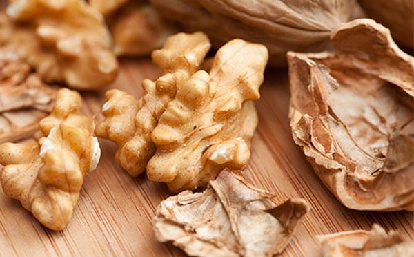 Подготовка грецких орехов для варенья