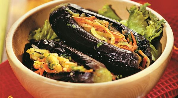 Баклажаны фаршированные овощами на зиму в кастрюле