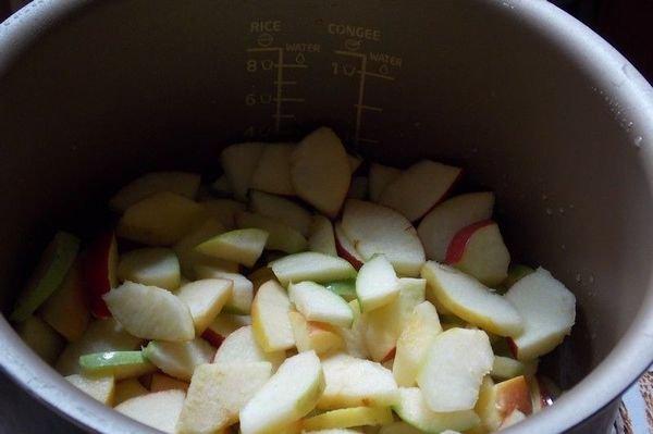 Джем из яблок можно приготовить в мультиварке