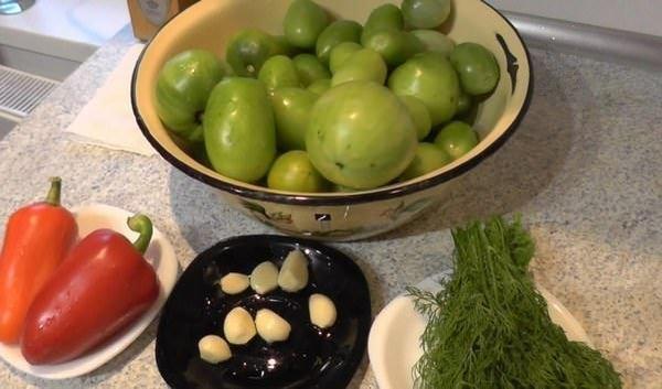 Зеленые томаты можно замариновать с болгарским перцем