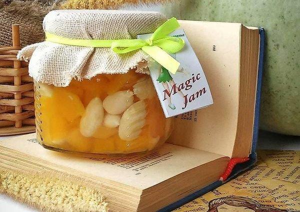 В варенье из тыквы с яблоками можно добавить миндаль