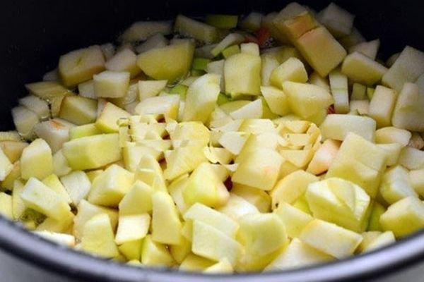 Варенье из яблок можно приготовить в мультиварке