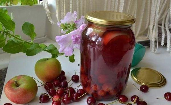 Компот из яблок с вишнями на зиму