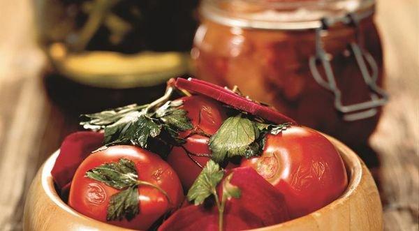 Квашеная свекла с помидорами