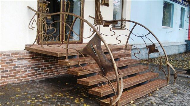 Вариант лестницы из металла
