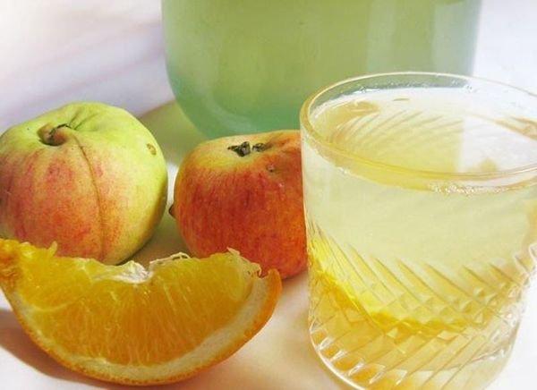 Апельсиновый компот с яблоками и вином