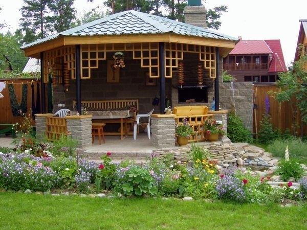 Беседки для дачи – очень популярные садовые постройки