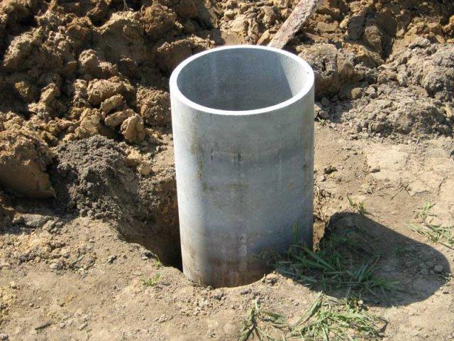 Труба-основа должна быть надежно зафиксирована