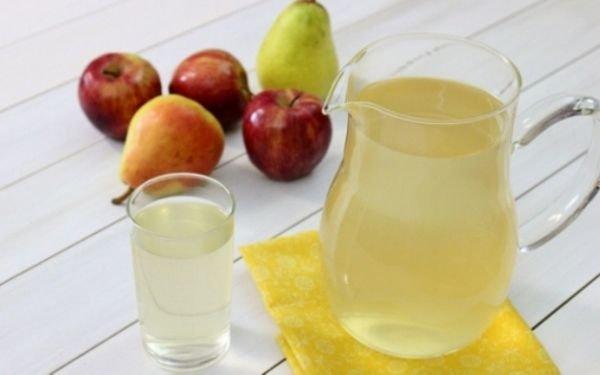 Напиток из груш и яблок с куркумой
