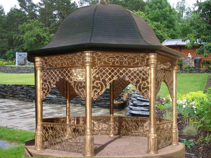 Декорирование садовой беседки коваными элементами