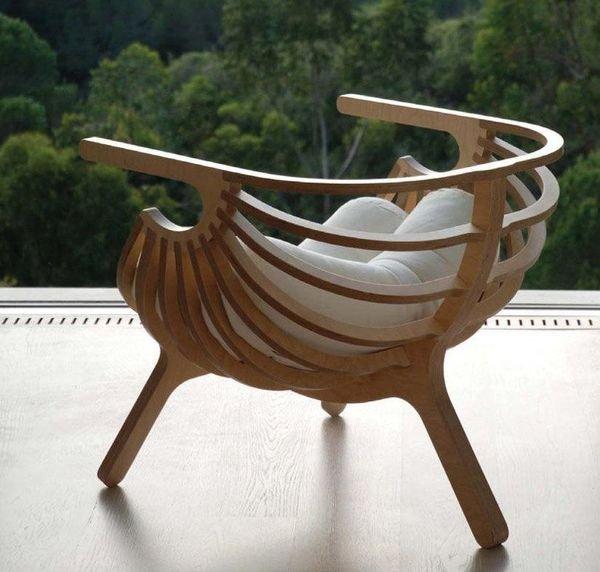 Деревянное кресло-ракушка