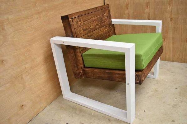 Мягкое деревянное кресло для дачи