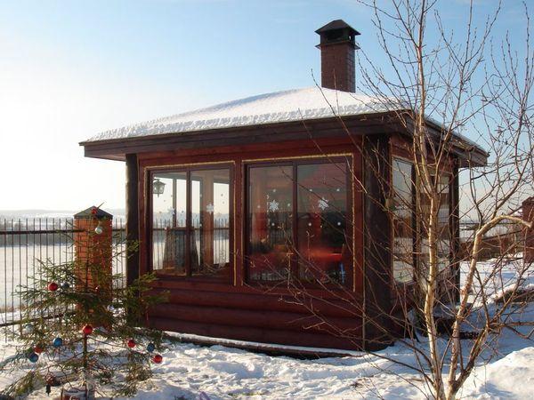 Зимние беседки относят к строениям закрытого типа