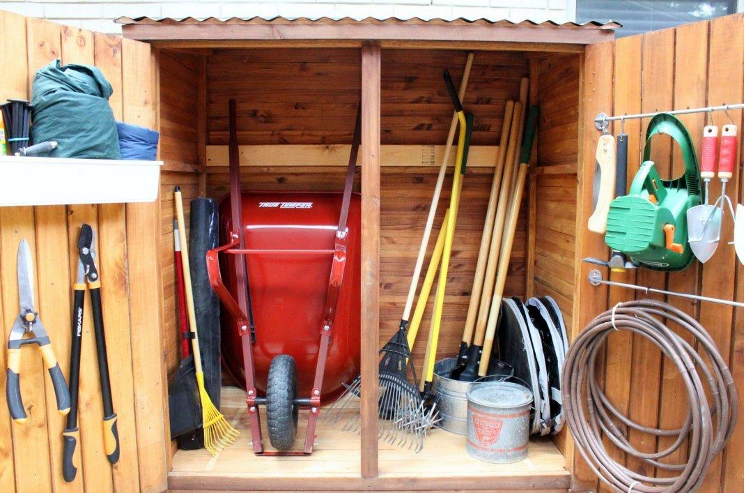 Подготовка садового инвентаря проводится в начале месяца