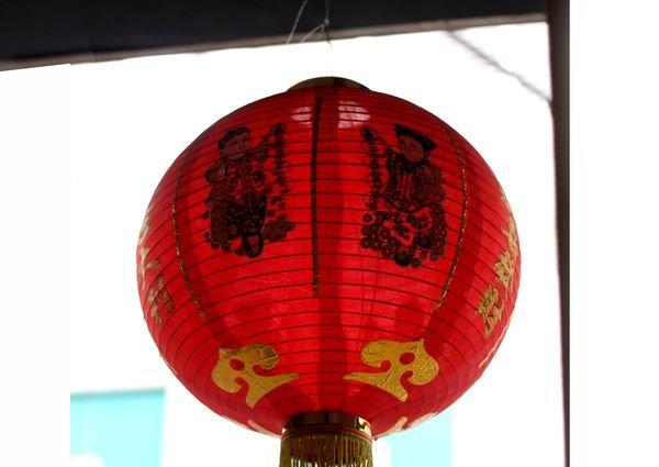 Китайские фонарики можно использовать для беседки